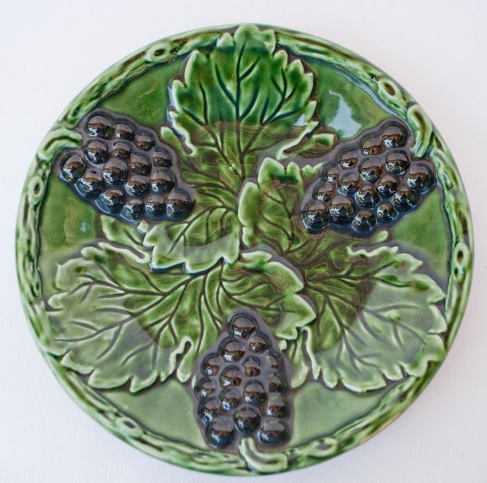 MAJOLICA TEAL GREEN PLATE PURPLE GRAPES & VINES 10 1/2