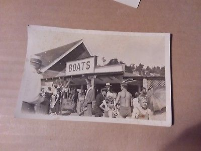 VINTAGE PHOTO POSTCARD - BOATS - PEOPLE AT THE BEACH
