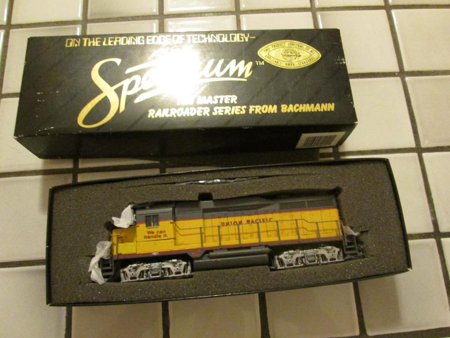 spectrum UNION PACIFIC powered engine HO scale