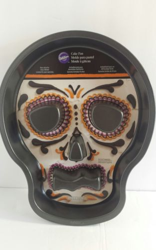 Wilton Day Of The Dead Halloween Skeleton Fluted Cake Pan Skull New