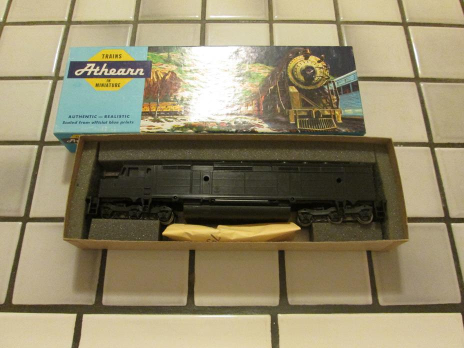 athearn UNDECORATED powered engine HO scale///