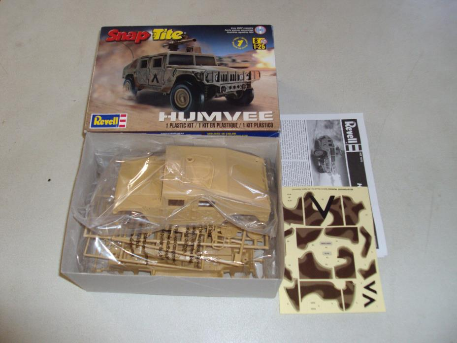 REVELL SNAP TITE HUMVEE IN 1/25 SCALE