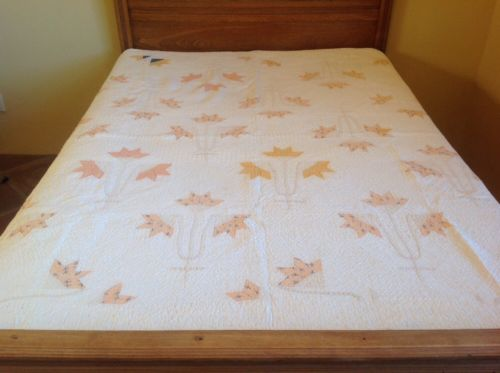 Antique Vintage Tulip Quilt. Great Condition! Downsizing.