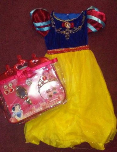 Disney Snow White costume Dress size 4 / 5 jewelry bag pictured sold separate