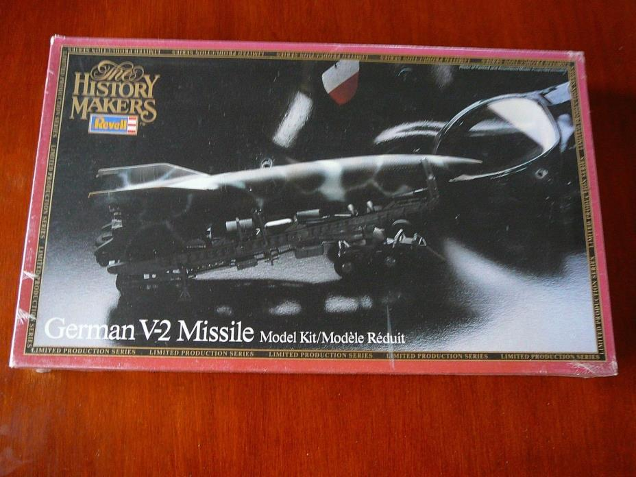1/32 REVELL  HISTORY MAKERS  WWII GERMAN V-2 MISSILE W/ LAUNCHER # 8601, SEALED
