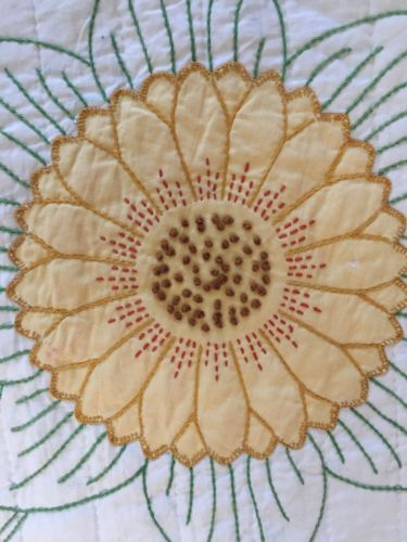 Exceptional Sunflower Appliqué Antique Quilt