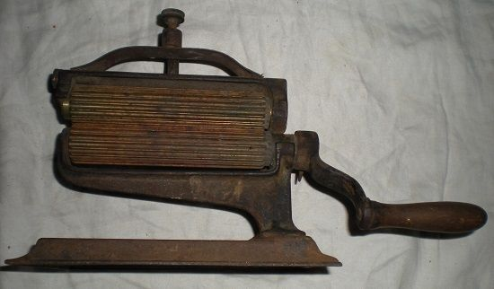 Vintage/Antique 1870s Cast Iron Hand Crank American Machine Crown Pleater