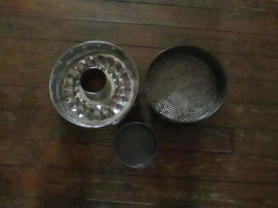 3 Springform Pans Gold Tone Bundt Cake pan and 2 round cake pans