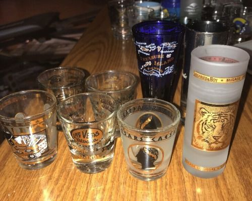 Lot Of 8 Vintage Las Vegas Casino Hotels Shot Glasses SIEGFRIED & ROY 22K GOLD