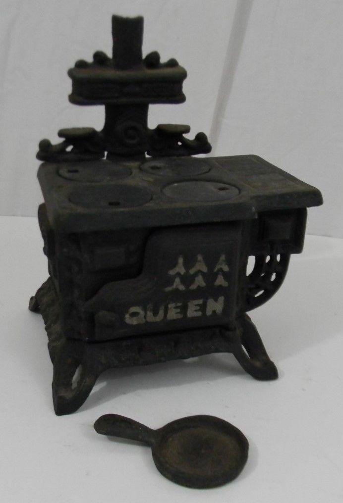 Vintage Queen Cast Iron Miniature Cookstove w/ Covers 1 Pan Door Opens 6