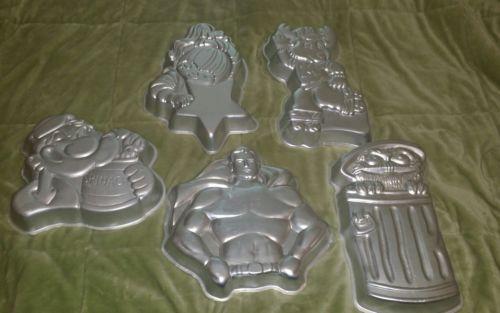 5 Vintage Wilton Character Cake Pan  Lot Superman Moose Oscar Popeye