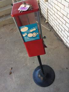 One stall coin candy dispenser (Cobb)