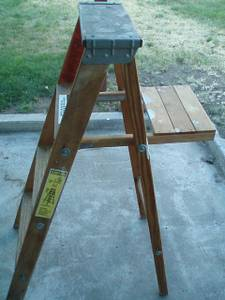 4 Foot Wooden Step Ladder (good condition) (yakima)