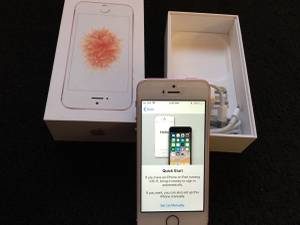 Straight Talk iPhone se 32gb Rose gold mint condition with box..