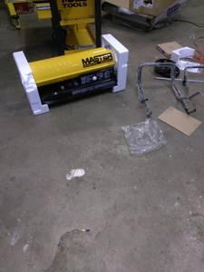 190,000 BTU 1K Kerosene indoor heater & Work Lights (CLINTON TOWNSHIP)