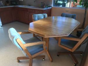 Dinette and 4 swivel chairs (Granite Falls)