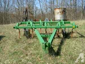 John Deere chisel plow - $1900 (Norwich)
