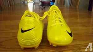Size 10 brand new nike soccer shoes - $30 (lapeer. mi)