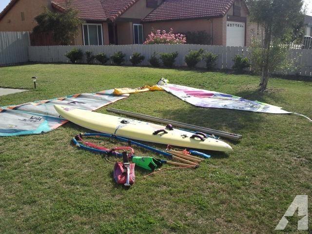F2 Vega Epoxy Carbon Lite Windsurfer Boom Mast 2 Sails Water Sports