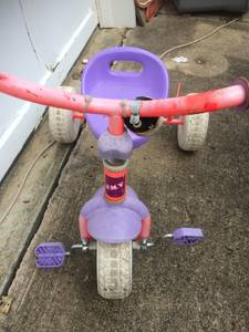 Girls trike tricycle (MATTHEWS)