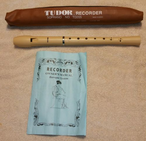 Tudor TD205 Recorder Soprano Flute With Zippered Bag And