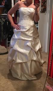 David's Bridal wedding dress/sz 4 (Bellehaven)