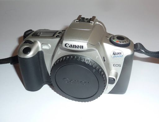 CANON EOS REBEL 2000 35mm SLR Film Camera Body + Cap + Strap
