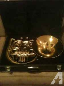 French Horn, like new condition! - $400 (Magee/Flowood)