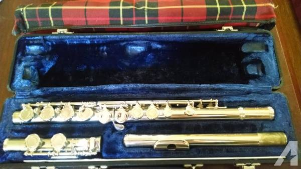 Armstrong Band Flute model 104 with Hard case and music stand