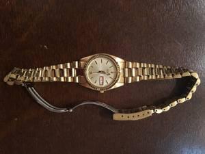 RARE Vintage Seiko Women's Dress Watch with Date MINT (Gaithersburg)