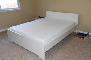 Movong sale. like new Queen Bed Matress and Ninjia Blender (Memphis)