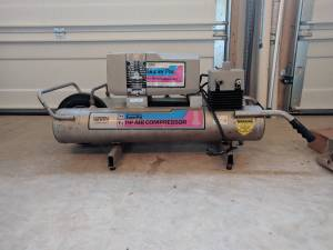 Air Compressor, 8 gal, 1.5 Hp, 6.3 CFM (Haymarket)