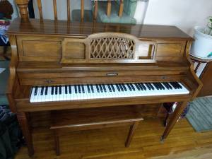 Baldwin upright piano (Flushing)