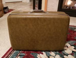 American Tourister suitcase (Twin Falls)