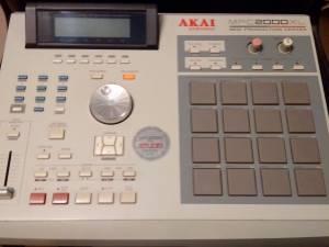 Akai MPC 2000xl MIDI Production Center Standalone Sampler & Sequencer