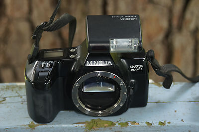 Minolta Maxxum 3000i 35mm Film Camera, Case and Flash