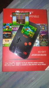 New 16 bit 220 games portable game system (Lincoln)