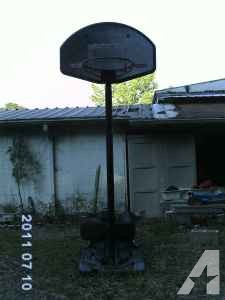 basketball hoop - $50 (High Springs)