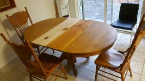 Dinning room table (Twin Falls)