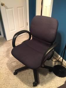 Upholstered swivel office desk chair (Suwanee)