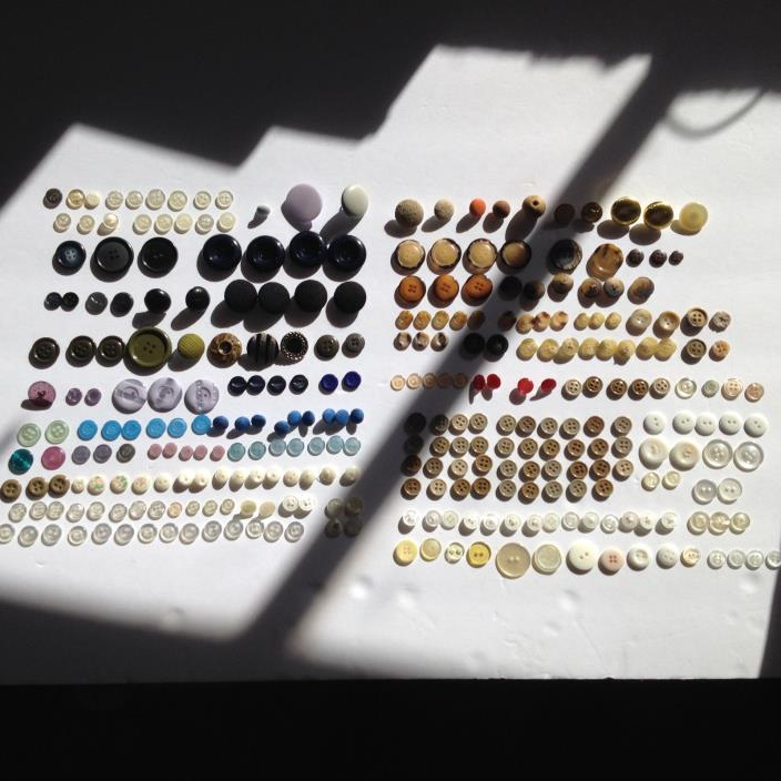BUTTONS -  VINTAGE LARGE BIG MIXED COLORS SIZES LOT USA DIY CUSTOM SEWING CRAFTS