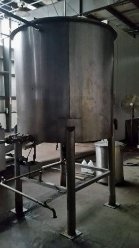1000 Gallon -stainless steel  Vertical Tank