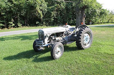 1941 Ford 9N Utility Tractor 2WD Gas Runs Drives Great New Brakes Harry Ferguson