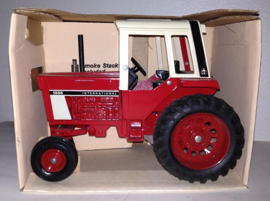 IH International 1586 Row Crop Tractor with Cab NIB ERTL 1/16 Hard to Find!