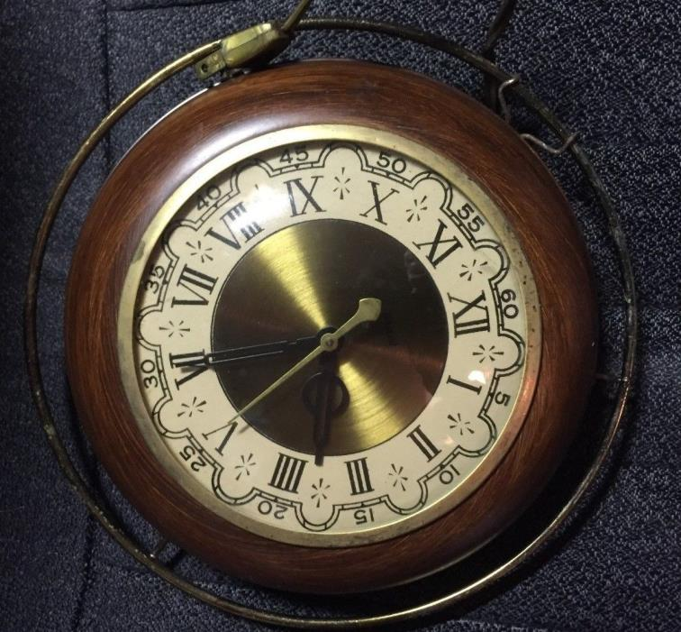 VINTAGE UNITED ELECTRIC WALL CLOCK ROMAN NUMERALS