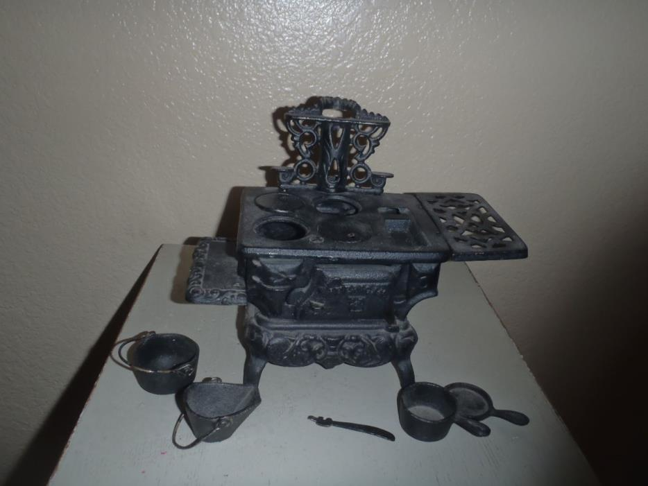 Vintage Cast Iron American ATF Wood Stove Salesman Sample Toy With Accessories