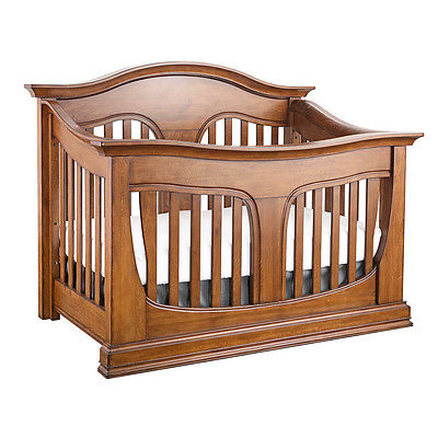 Eco-Chic Clover 4-in-1 Convertible Crib