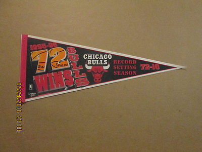 NBA Chicago Bulls Vintage 1995-96 72 WINS Logo Pennant