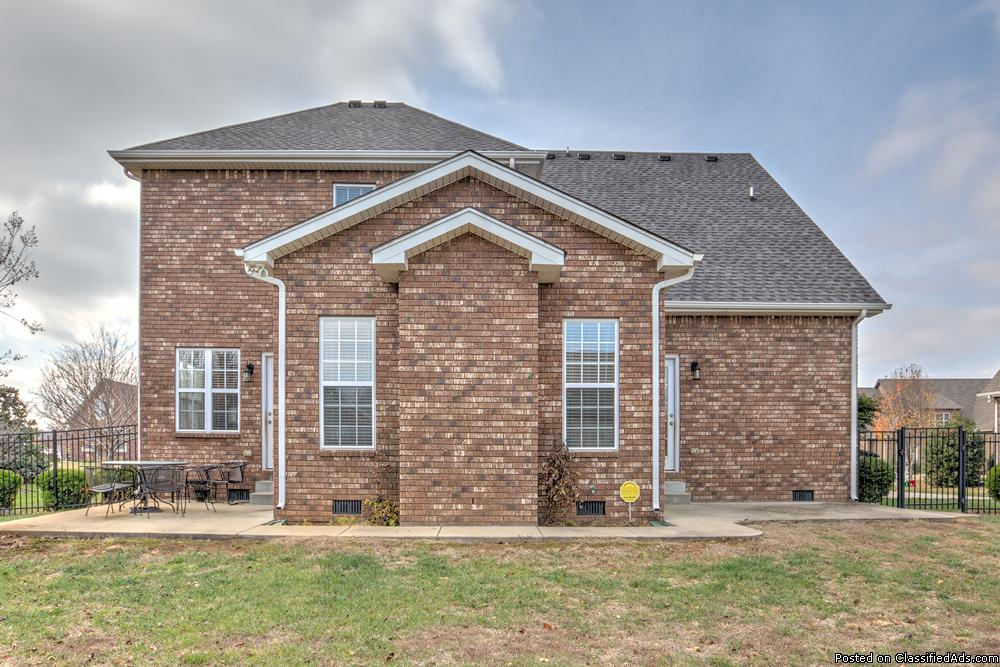 Price Reduced! Don't Miss This Deal! Spacious 5 Bedroom Home!