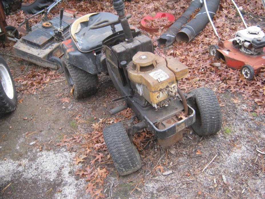Simplicity Broadmoor garden tractor riding mower with Briggs and Stratton Engine